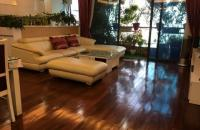 Bán căn hộ 172 Ngọc Khánh 153m2, 4PN, view hồ, nhà đẹp, giá 34,5 triệu/m2