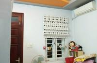 DT 40 m2 x 5tầng, MT 3,5m. Nhà rất đẹp Trên phố Hào Nam, Đống Đa, Hà Nội. Giá 4 tỷ, LH:01699947561.