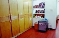 Bán căn hộ khu nhà tập thể gần trường đại học ngoại thương ngõ 121 Chùa Láng, 3PN, 1 VS
