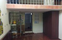 Bán căn hộ tập thể ở Dốc Thọ Lão, gần phố Lò Đúc