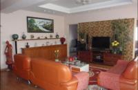 Bán căn hộ số 6 Đội Nhân, DT 60m2, 2PN, nhà đủ nội thất, BC Hồ Tây, nhà đẹp, giá 2 tỷ