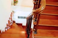 Gia đình cần bán gấp nhà THÁI HÀ, đi bộ ra phố chỉ mất 1 phút. 45m2 x 4.5 tầng giá 4,8 tỷ.