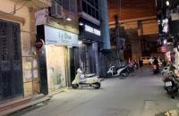 Mặt phố Đông Các, Kinh Doanh thời trang, Ô tô đỗ cửa