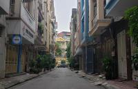 Bán đất tặng nhà C4 ở Hoàng Quốc Việt, phân lô, ô tô vào nhà, 2 thoáng,70m2 giá 7.2 tỷ